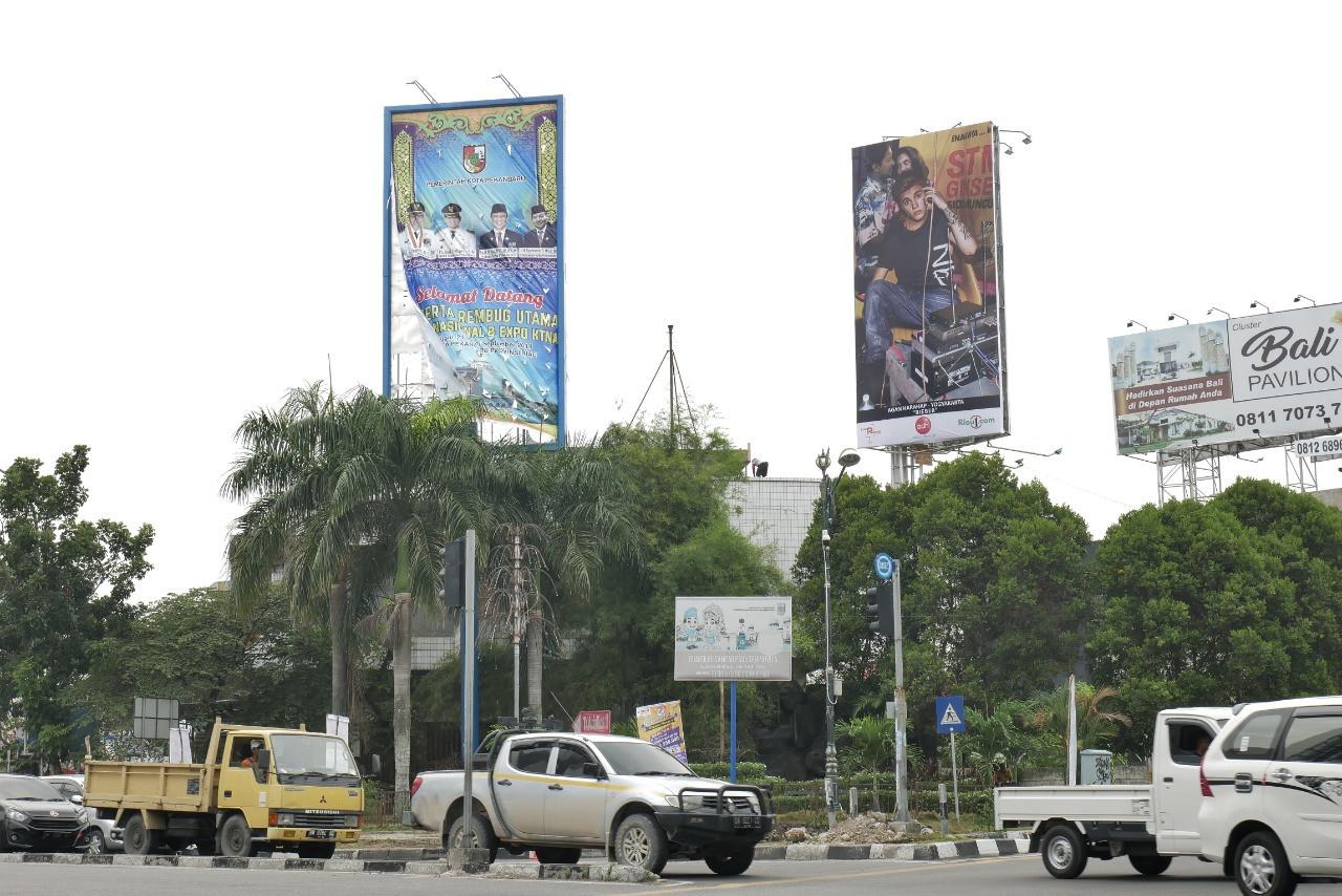 Pameran Luar Ruang 2019 Hadir di Pekanbaru. Visual Art Exhibition in Billboard.